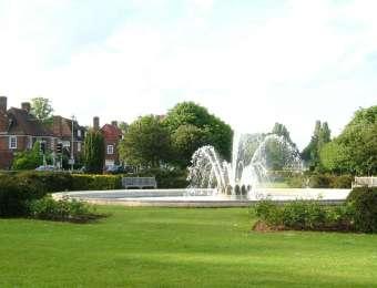 3 - 'Grand Boulevard' and Coronation Fountain